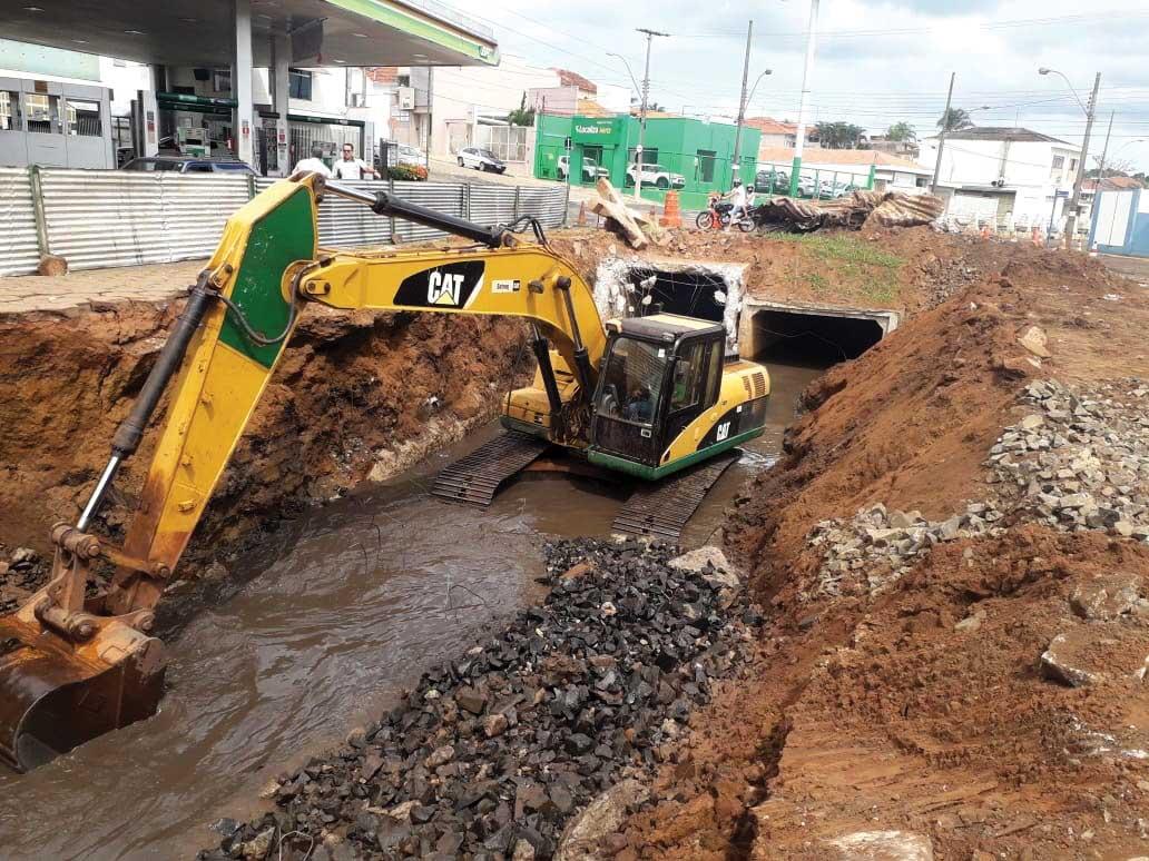 Obras-de-Contenção-de-Enchentes-estão-em-andamento-na-Avenida-Dr