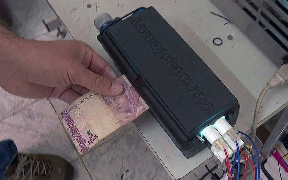 Protótipo-que-desinfeta-dinheiro-é-mais-um-projeto-sendo-destacado-do-Professor-Luciano-Patrocínio-(2)