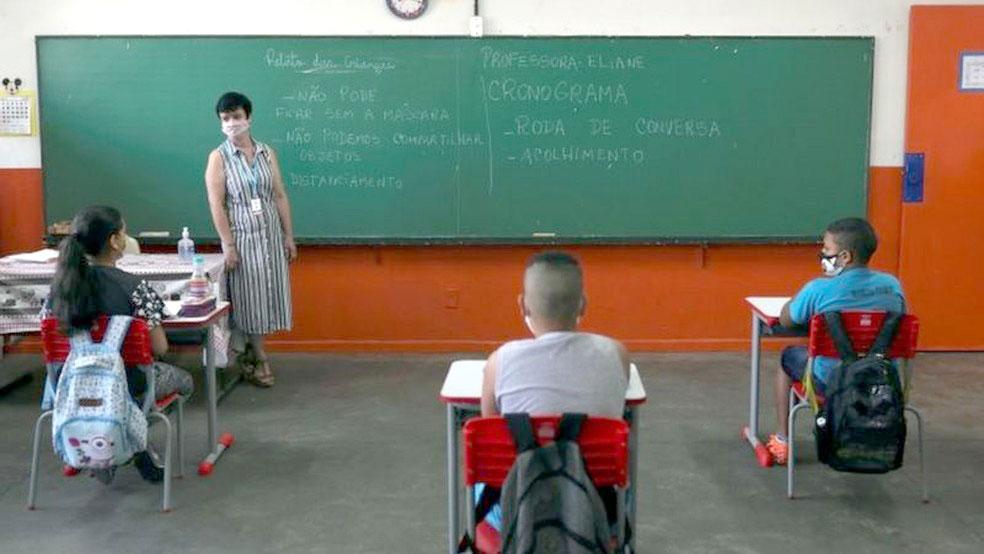 Professores-da-RedeEstadual-reclamam-da-insegurança-da-volta-às-aulas-em-meio-à-pandemia-1
