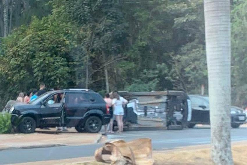 Duas-pessoas-ficam-feridas-em-acidente-de-trânsito-na-Av.-Washington-Luís